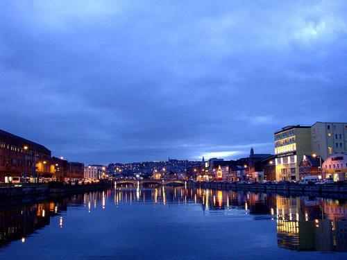 Cork nocą